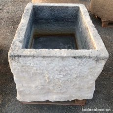 Antigüedades: PILÓN DE PIEDRA CALIZA RECTANGULAR. 87X64X40 CM.. Lote 179958436