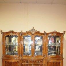 Antigüedades: VITRINA LUIS XV MADERA DE NOGAL TALLADA. Lote 180021156