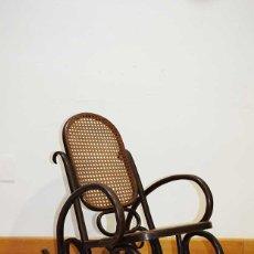 Antigüedades: MECEDORA ANTIGUA INFANTIL DE REJILLA ESTILO THONET. Lote 180021867
