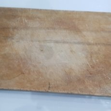 Antigüedades: ANTIGÜA TABLA DE CORTAR MACIZA DE MADERA. Lote 180027868