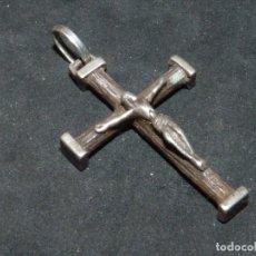 Antigüedades: BONITA CRUZ CRUCIFIJO PECTORAL PLATA CRISTO BELLA IMAGEN PARA COLECCION AÑOS 60 VINTAGE. Lote 180035866