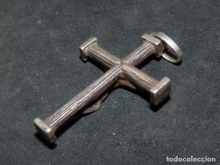 Antigüedades: BONITA CRUZ CRUCIFIJO PECTORAL PLATA CRISTO BELLA IMAGEN PARA COLECCION AÑOS 60 VINTAGE - Foto 3 - 180035866