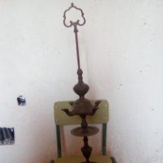 Antigüedades: CANDELABRO DE BRONCE DEL SIGLO XVIII. Lote 180037233