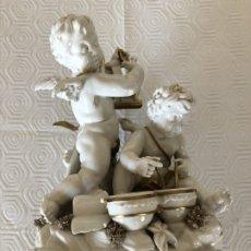 Antigüedades: GRUPO DE ÁNGELES EN PORCELANA DE ALGORA. Lote 180044636