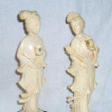 Antigüedades: ANTIGUA PAREJA PAR DE FIGURAS ESCULTURAS DE MARFIL GEISHAS DE GRAN CALIDAD ALTURA 18 CM CADA UNA. Lote 180044896