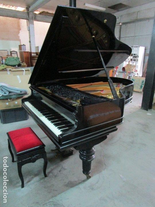 Antigüedades: Bonito Piano de Cola - Marca Chassaigne Fréres - Madera y Laca Negra - con Banqueta - Foto 2 - 180071485
