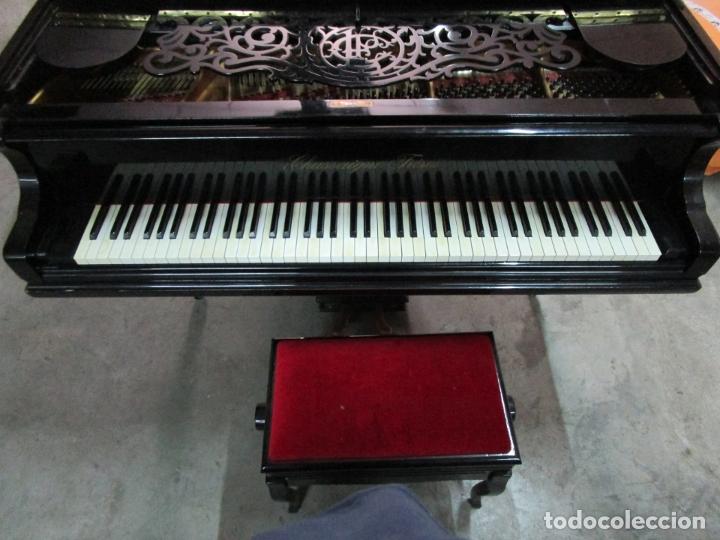 Antigüedades: Bonito Piano de Cola - Marca Chassaigne Fréres - Madera y Laca Negra - con Banqueta - Foto 5 - 180071485