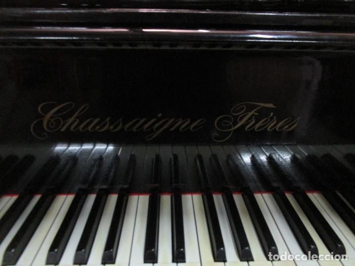 Antigüedades: Bonito Piano de Cola - Marca Chassaigne Fréres - Madera y Laca Negra - con Banqueta - Foto 6 - 180071485