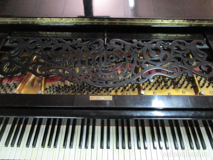 Antigüedades: Bonito Piano de Cola - Marca Chassaigne Fréres - Madera y Laca Negra - con Banqueta - Foto 9 - 180071485