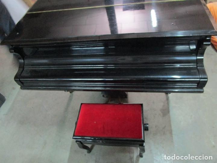 Antigüedades: Bonito Piano de Cola - Marca Chassaigne Fréres - Madera y Laca Negra - con Banqueta - Foto 21 - 180071485