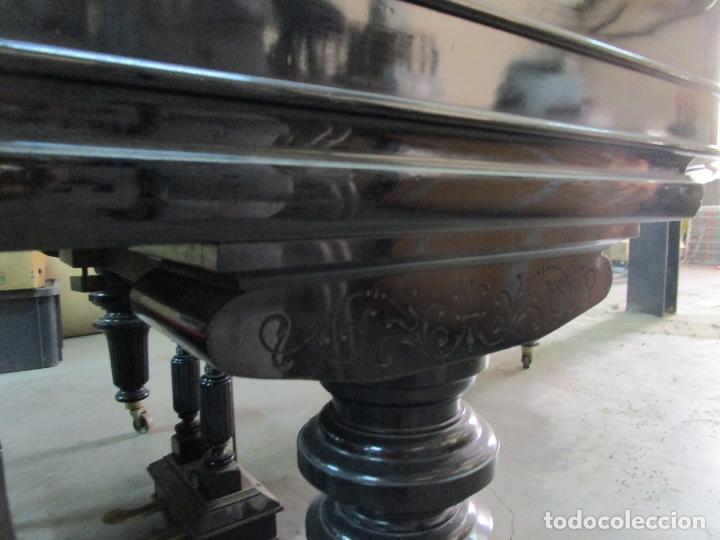 Antigüedades: Bonito Piano de Cola - Marca Chassaigne Fréres - Madera y Laca Negra - con Banqueta - Foto 24 - 180071485