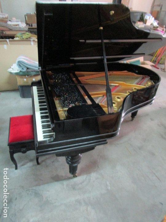 BONITO PIANO DE COLA - MARCA CHASSAIGNE FRÉRES - MADERA Y LACA NEGRA - CON BANQUETA (Antigüedades - Muebles Antiguos - Auxiliares Antiguos)