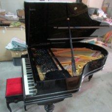 Antigüedades: BONITO PIANO DE COLA - MARCA CHASSAIGNE FRÉRES - MADERA Y LACA NEGRA - CON BANQUETA. Lote 180071485