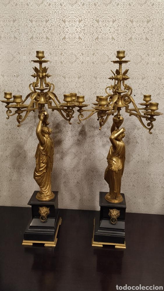 Antigüedades: Pareja de candelabros Imperio. Candelabros bronce antiguos. Francia siglo XIX. - Foto 4 - 180081517