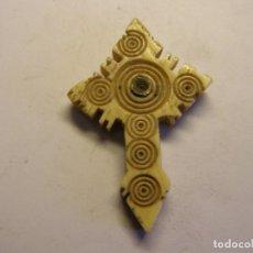Antigüedades: ANTIGUO CRUCIFIJO DE HUESO CON VISOR INTERIOR.. Lote 180091041