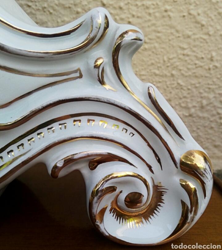 Antigüedades: Reloj isabelino - Viejo Paris. Decorado en cornucopia y oro de ley. Rematado con motivos florales. - Foto 4 - 180093218