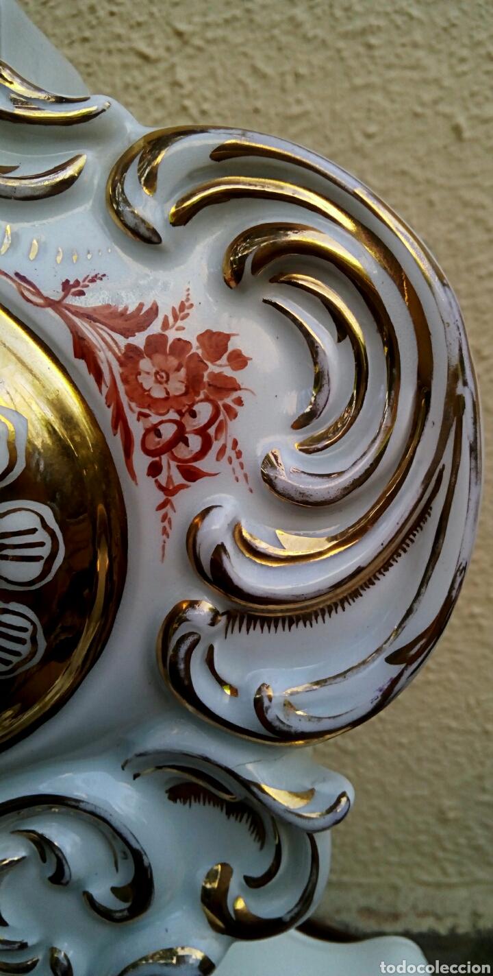 Antigüedades: Reloj isabelino - Viejo Paris. Decorado en cornucopia y oro de ley. Rematado con motivos florales. - Foto 6 - 180093218
