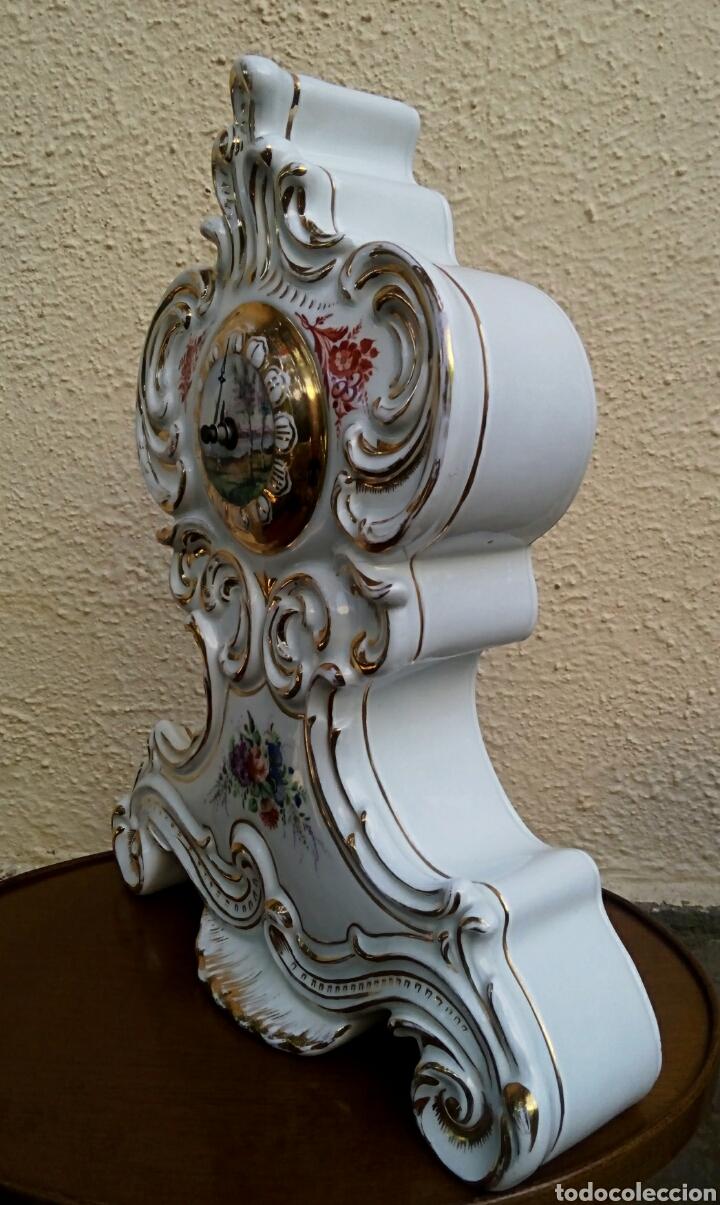 Antigüedades: Reloj isabelino - Viejo Paris. Decorado en cornucopia y oro de ley. Rematado con motivos florales. - Foto 8 - 180093218