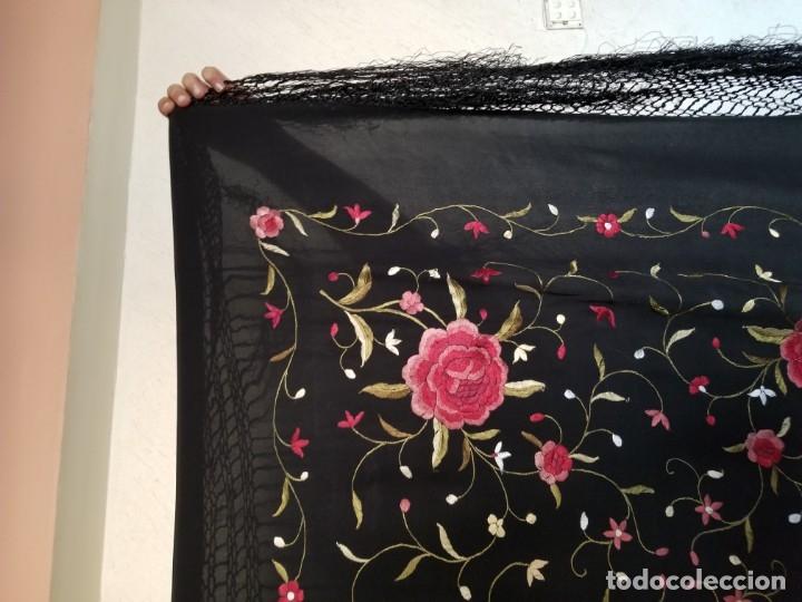 Antigüedades: Mantón Bordado a Mano Hermoso Vintage 109x107cm (PS364) - Foto 2 - 180109070