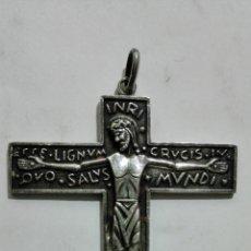 Antigüedades: ANTIGUO CRUCIFIJO, ESTILO ROMANICO, MEDIDAS 5,3 X 6,5 CM. Lote 180109717