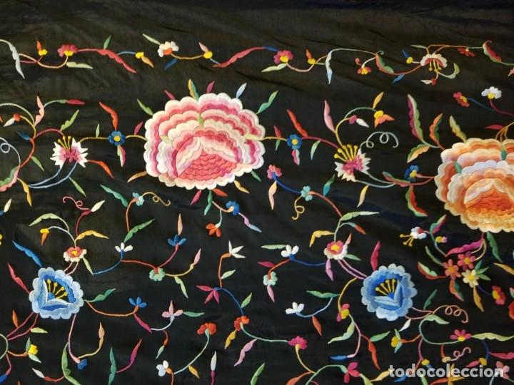 Antigüedades: Mantón Bordado a Mano Hermoso Vintage 156x152cm (410) - Foto 7 - 180116115