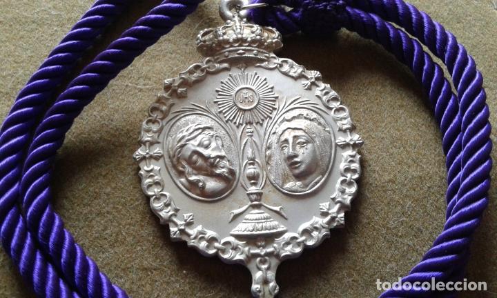 Antigüedades: SEMANA SANTA SEVILLA - MEDALLA CORDON MORADO - GRAN TAMAÑO ALUMINIO - HERMANDAD SAN BERNARDO - Foto 2 - 180122961
