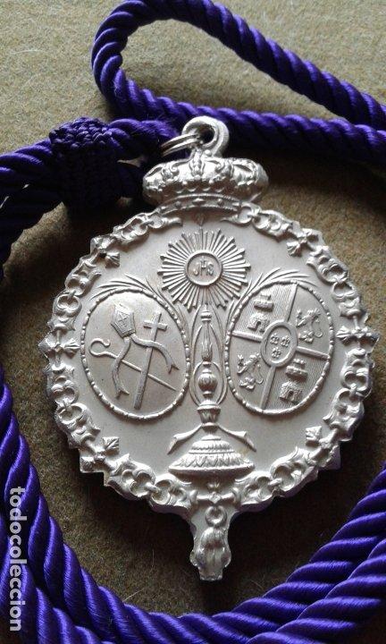 Antigüedades: SEMANA SANTA SEVILLA - MEDALLA CORDON MORADO - GRAN TAMAÑO ALUMINIO - HERMANDAD SAN BERNARDO - Foto 3 - 180122961