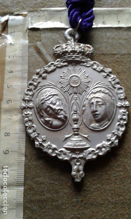 SEMANA SANTA SEVILLA - MEDALLA CORDON MORADO - GRAN TAMAÑO ALUMINIO - HERMANDAD SAN BERNARDO (Antigüedades - Religiosas - Medallas Antiguas)
