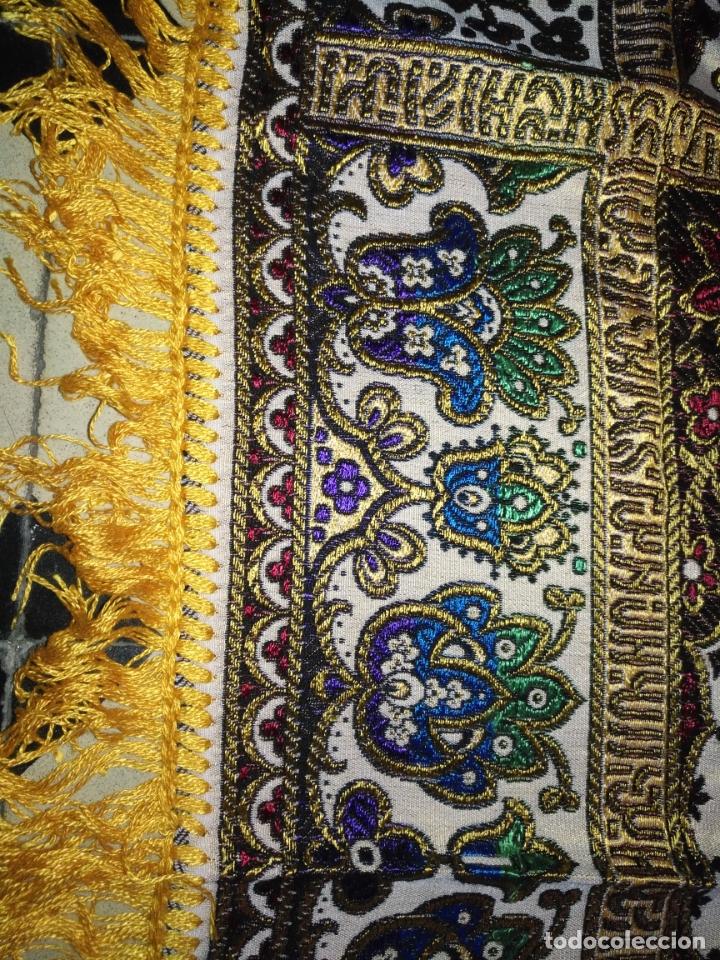 Antigüedades: precioso manton mantoncillo tipo tapiz sedina o seda y algodon traje tradicional 93 cm con flecos - Foto 3 - 180123433