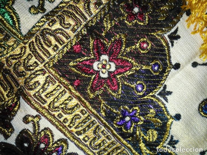 Antigüedades: precioso manton mantoncillo tipo tapiz sedina o seda y algodon traje tradicional 93 cm con flecos - Foto 5 - 180123433