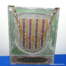 Antigüedades: VIDRIERA PLOMADA CON ESCUDO DE CATALUNYA.. Lote 180144916