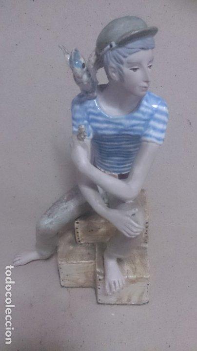 NIÑO CON PÁJAROS CERÁMICA GALOS 30X20CTMS. 2200GAMOS (Antigüedades - Porcelanas y Cerámicas - Otras)