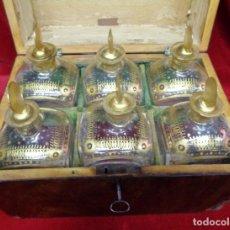 Antigüedades: CAJA LICORERA FINALES DEL SIGLO XVIII, CON 6 BOTELLAS EN CRISTAL DE LA GRANJA.. Lote 180157717