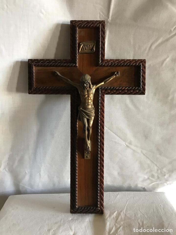 CRUCIFIJO JESUCRISTO MADERA Y LATON (Antigüedades - Religiosas - Crucifijos Antiguos)