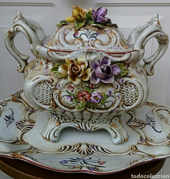 Antigüedades: Importante centro de mesa. Sopera con bandeja. Ceramica de Manises con epoca. - Foto 2 - 180167160