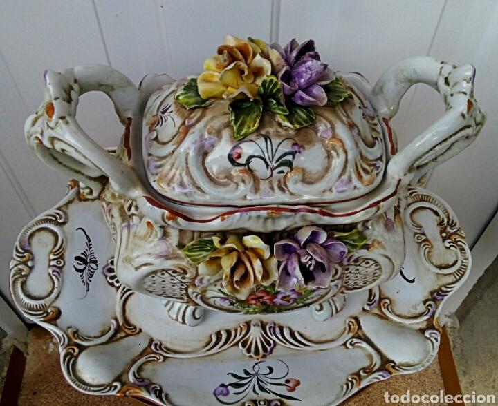 Antigüedades: Importante centro de mesa. Sopera con bandeja. Ceramica de Manises con epoca. - Foto 4 - 180167160