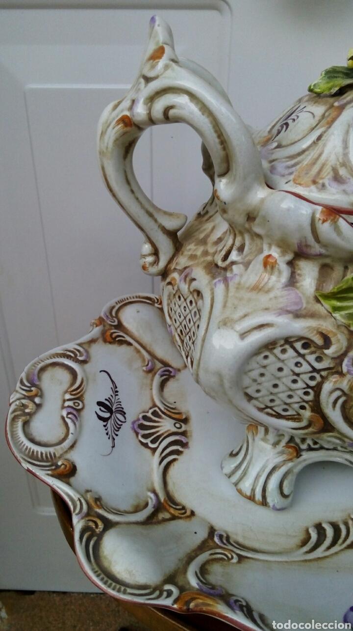 Antigüedades: Importante centro de mesa. Sopera con bandeja. Ceramica de Manises con epoca. - Foto 5 - 180167160