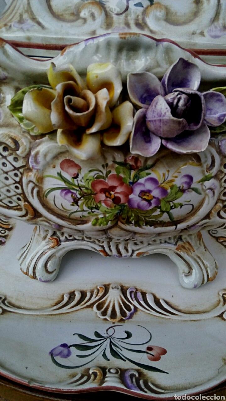 Antigüedades: Importante centro de mesa. Sopera con bandeja. Ceramica de Manises con epoca. - Foto 7 - 180167160