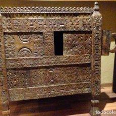 Antigüedades: MUEBLE AFRICANO ANTIGUO. COMPLETAMENTE ARTESANAL. JEFE DE TRIBU. Lote 180181662