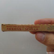 Antigüedades: CAJA DE INYECTABLES ESTERILIZADOS ARRANS SEVILLA. Lote 180191172
