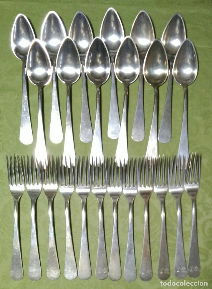 Antigüedades: Juego de 12 servicios -Cucharas y Tenedore Plata 11Dineros 916 ml. Peso 1652 gr. J.V Lorenzo. S. XIX - Foto 2 - 180201470