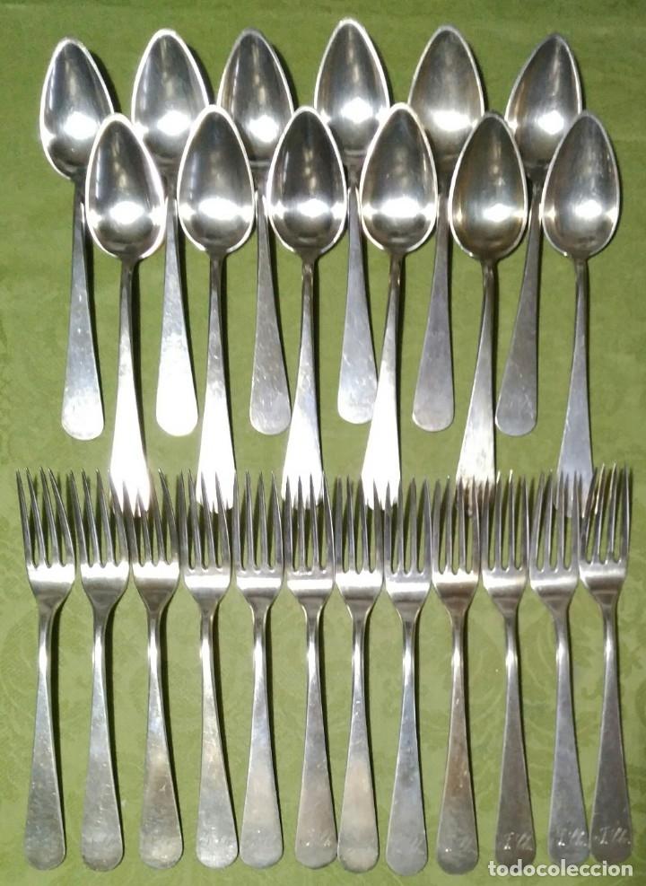 Antigüedades: Juego de 12 servicios -Cucharas y Tenedore Plata 11Dineros 916 ml. Peso 1652 gr. J.V Lorenzo. S. XIX - Foto 4 - 180201470