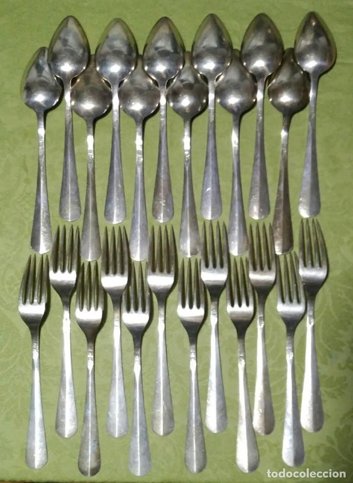 Antigüedades: Juego de 12 servicios -Cucharas y Tenedore Plata 11Dineros 916 ml. Peso 1652 gr. J.V Lorenzo. S. XIX - Foto 8 - 180201470