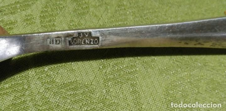 Antigüedades: Juego de 12 servicios -Cucharas y Tenedore Plata 11Dineros 916 ml. Peso 1652 gr. J.V Lorenzo. S. XIX - Foto 12 - 180201470
