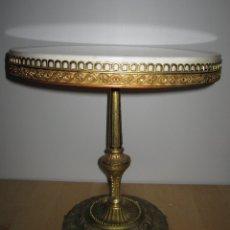 Antigüedades: ANTIGUA MESA VELADOR MÁRMOL Y BRONCE LABRADO. Lote 180205221