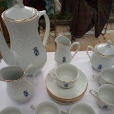 Antigüedades: JUEGO DE CAFE,CON ANTIGUO ESCUDO JAEN, PORCELANA FINA, BAVARIAN,MODELO ERIKA. COMPLETO. Lote 180213075