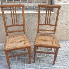 Antigüedades: LOTE CONJUNTO DE 2 ANTIGUAS SILLAS DE MADERA Y REJILLA. Lote 180213471