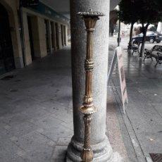 Antigüedades: LAMPARA DE PIE TALLA DE MADERA. Lote 180227496