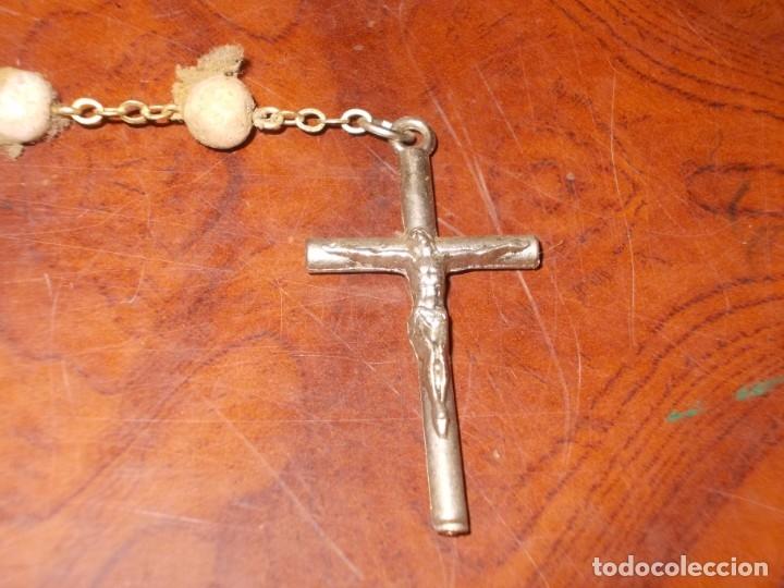 Antigüedades: Dos rosarios 40 y 48 cm. largo, medalla Virgen del Carmen 2,4 cm. diámetro - Foto 8 - 180232401