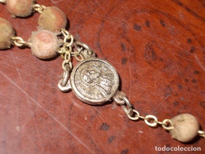 Antigüedades: Dos rosarios 40 y 48 cm. largo, medalla Virgen del Carmen 2,4 cm. diámetro - Foto 13 - 180232401